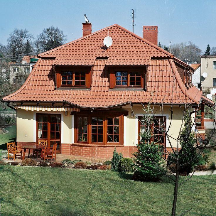 Z mansardowym dachem