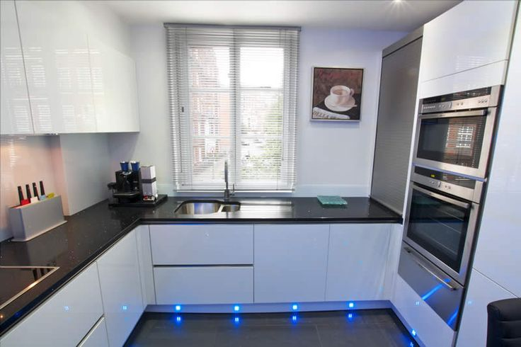 Modern handleless white gloss kitchen with contrasting dark worktop in Azabache Quartz finish. #quartz #LWKKitchens