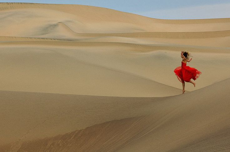 Allegro. Anastasia Zakharova. Mesquite Flats Sand Dunes, Death Valley National Park, California, USA. - SandDance-Death-Valley-NP-California-USA - Mike Reyfman Photography