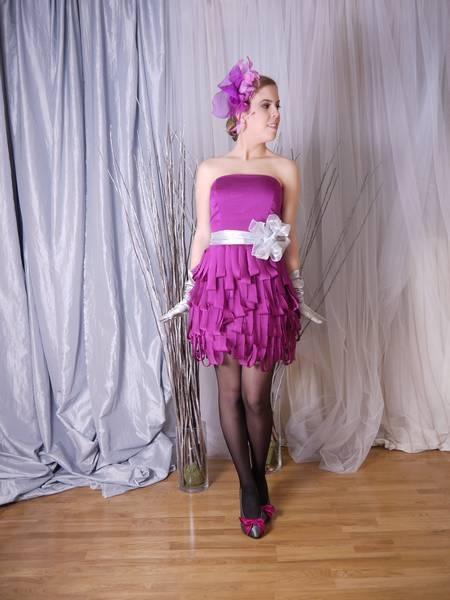 Vestido de fiesta corto modelo Limón color púrpura. Dolores (www.dolorescostura.com)
