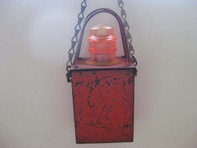 Vintage Franse waarschuwingslamp, alarmlamp, in rood metaal. door pollysonlyworld op Etsy