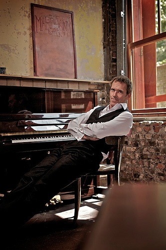 127 best hugh laurie images on pinterest hugh laurie for Best piano house tracks