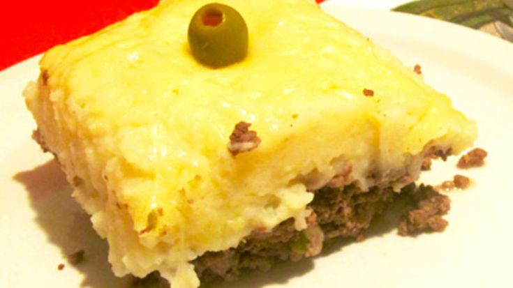 Shepherd's Pie is one of the favorite dishes in the United States, and a kitchen classic during the fall and winter seasons. It is also made in Latin America, with some differences, and the ingredients can vary depending on each family's traditions and preferences.  This version gives the traditional American shepherd's pie a Latin twist that I am sure will be loved by both the grown-ups and children in your family.  Enjoy!