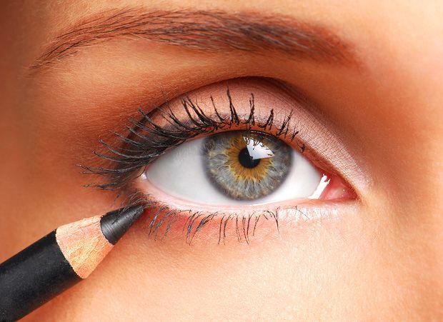 Applicare #matita #nera per #occhi