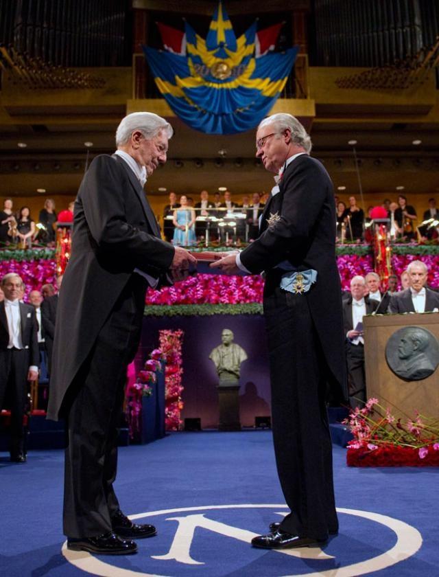 Mario Vargas Llosa Premio receiving his Nobel prize in  Literature in 2010