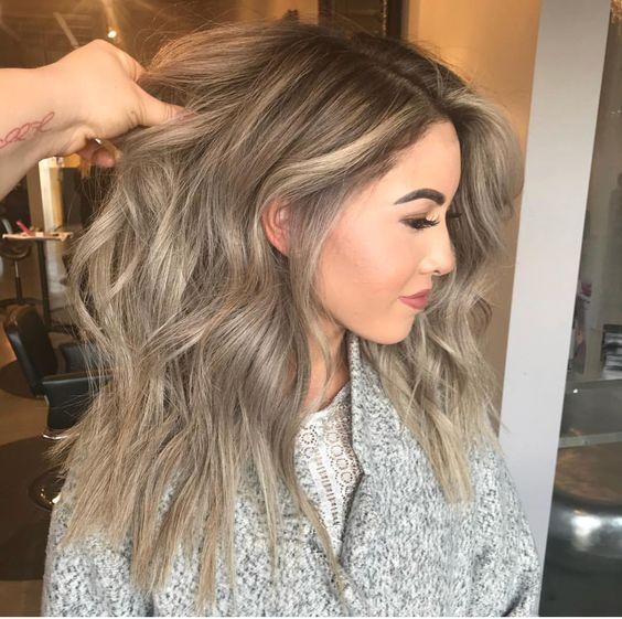 Lange Frisur, damit runde Gesichts-Frauen Temperam…