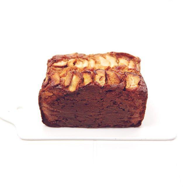 Goodmorning Haver-Appel Cake!! Wie van jullie heeft 'm al gemaakt? Recept staat online op atelierkok-bonnier.nl (link in de bio) Dikke liefs