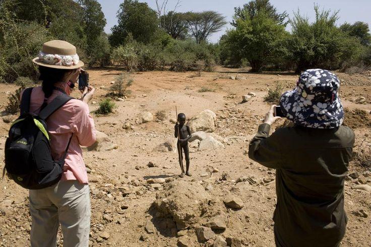 Dominic Nahr, Chinese tourism in Kenya. Magnum Photos