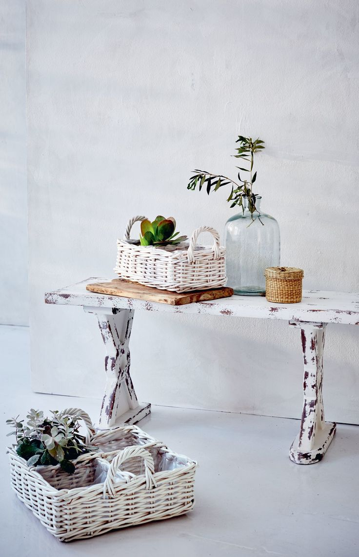 Das nötige Equipment zum Bepflanzen finden Gartenfreunde hier - dekorativ, rustikal, und in den einzelnen Fächern mit Kunststofffolie ausgelegt. We love to mix and match!