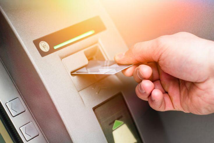 Derfor bør du unngå kontantuttak med kredittkort