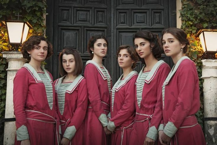 Elena Gallardo, Paula de la Nieta, Abril Montilla, Lucía Díez, Begoña Vargas y Carla Campra - La otra mirada- © RTVE