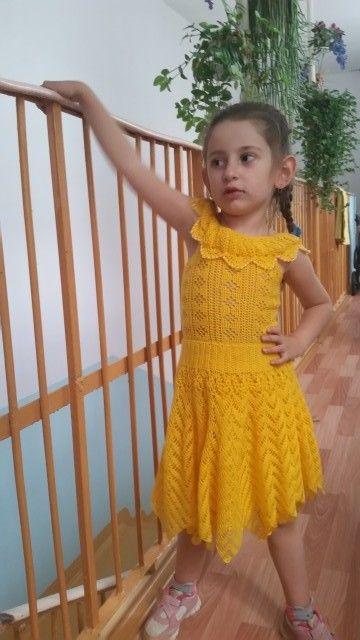 Солнечно желтый сарафан