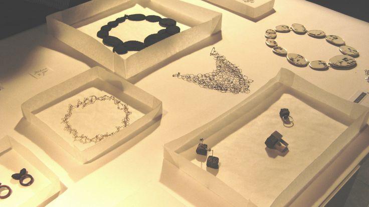 (Alchimia at JOYA 2012) modes d'expo avec papier calque