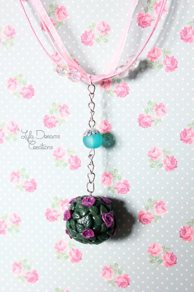 Collana bouquet di Rose  di LylaDreams Creations su DaWanda.com