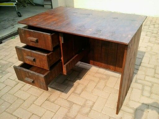 Writing desk made of pallet wood