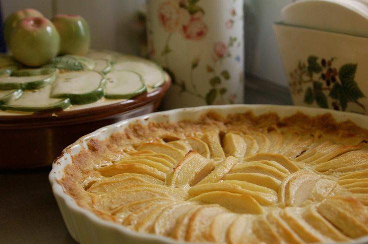 I går kom en ny æbletærte til verden. Du godeste – tænker du måske – har denne klode ikke rigeligt med æblekager. Jo. Det kan være, du har ret. Det plejer du at have. Men denne tærte vi…