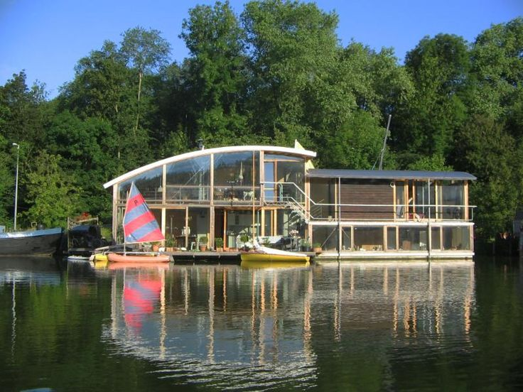 60 best floating house maison flottante images on pinterest houseboats boat house and dreams. Black Bedroom Furniture Sets. Home Design Ideas