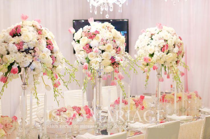 Eveniment nunta aranjamente florale pe sfesnice cristal voaluri albe IssaEvents 2017