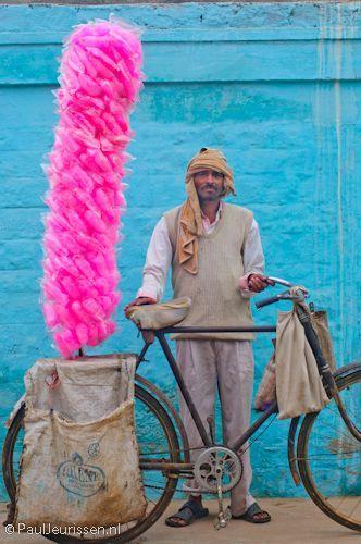 India .- vendedor de algodón de azucar