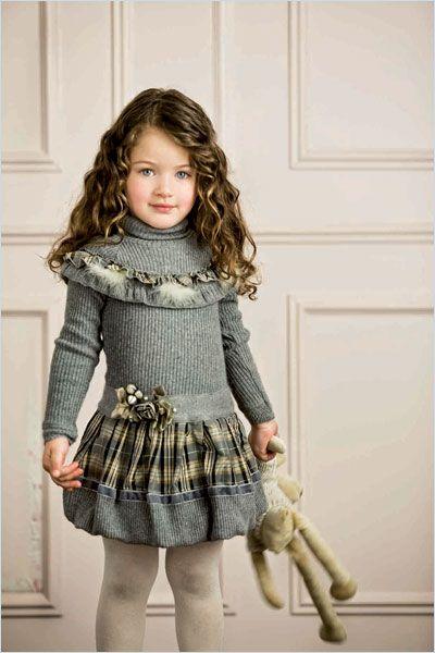 Вязаное платье с отделкой тканью для девочки фото описание идеи