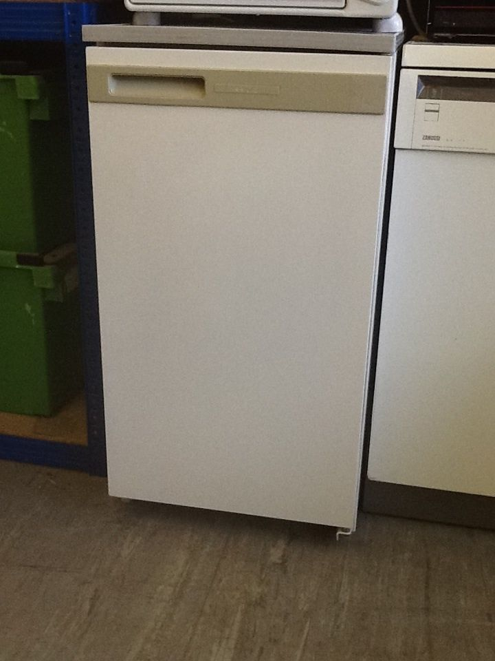 Slimline Fridge With Small Ice Box Freezer Compartment £45