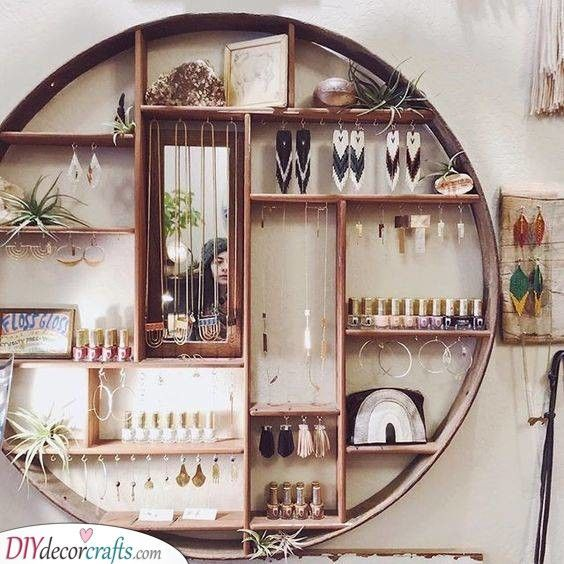 A Round Box   Gorgeous Way of Storing Jewellery #gorgeous #jewellery #round #storing