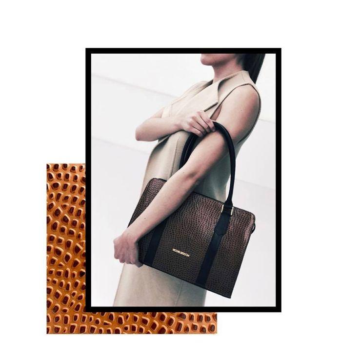 Bolso 5107 en cuero vacuno con detalle en grabado piedras. Disponible en nuestras tiendas: Parque La Colina, Unicentro,Santafé,Palatino,Titán Plaza, Gran Estación y Salitre plaza. Disponible desde ya en tienda online: http://bit.ly/Bolso5107 #marruecos1986 #purocuero #realleather #handmade #hechoamano #fashion #bolsos #style #stylish #handbags #handbagsaddict #handbagoftheday #baglovers #fashionblogger #fashionpost #fashiongram #fashionlover #fashiondesigner #shoulderbags #fashiondesign…