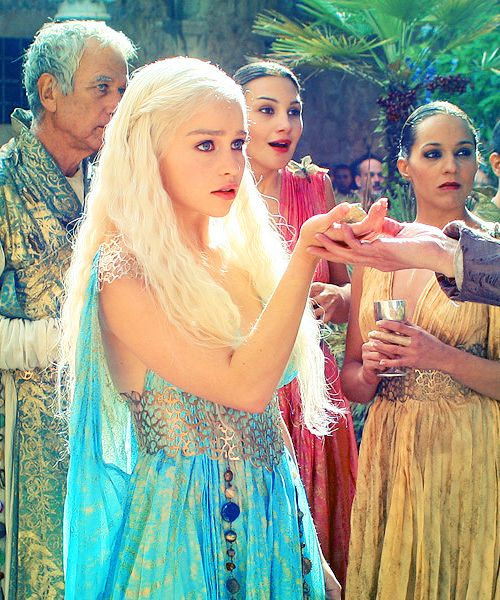 KhaleesiEmilia Clarke, Halloween Costumes, Daenerys Targaryen, Khaleesi, Daenerystargaryen, Games Of Thrones, The Dresses, Hair, Game Of Thrones
