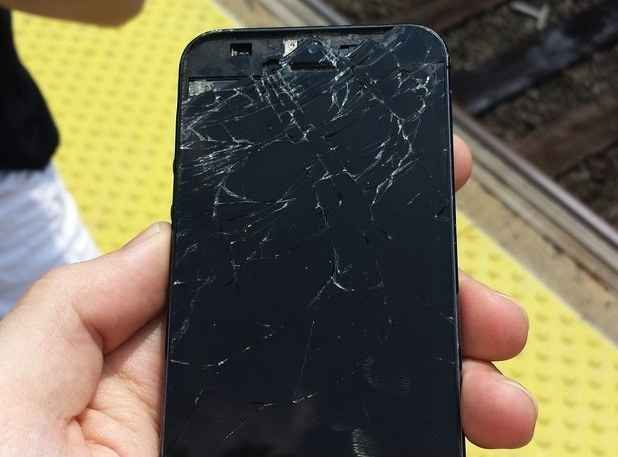 24 Of The Dumbest Ways People Have Broken Their Phone