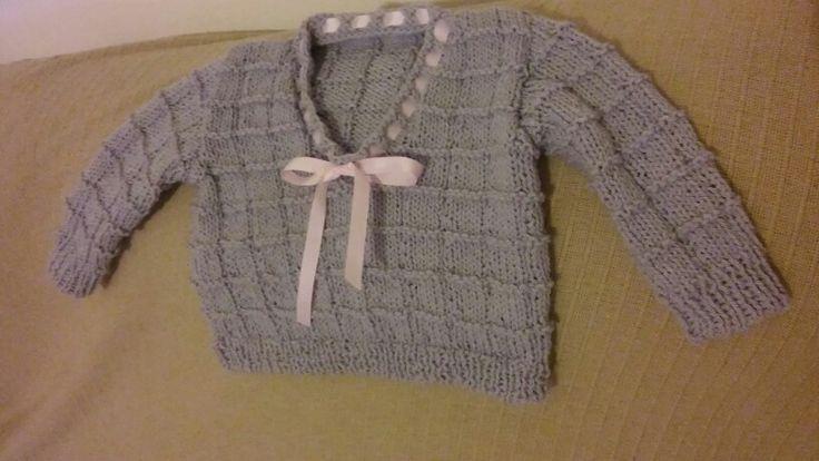A camisola da Diana com decote em V