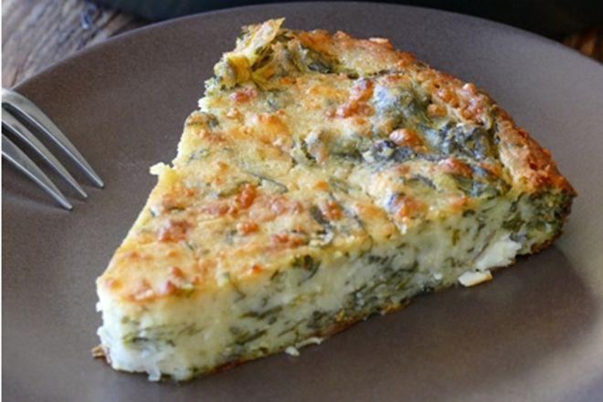 Γι' αυτή τη σπανακόπιτα δε χρειάζεται να ανοίξετε φύλλο και η παραλλαγή της με σπανάκι και τυρί, αποτελεί το τέλειο κολατσιό για το σχολείο.