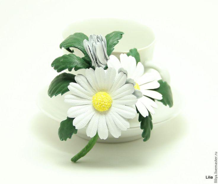 Купить Цветы из кожи. Брошь ромашки и васильки. - белый, цветы из кожи, украшения из кожи