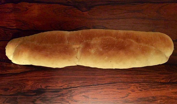 """El Baguette, """"varita"""" en castellano, es un tipo de pan largo y delgado, ideal para la preparación de un divino y fresco sándwich. La receta es absolutamente fácil de preparar, sólo se requiere un …"""