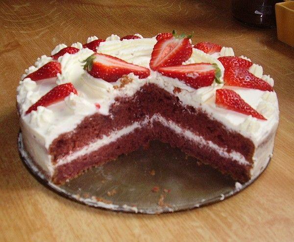Red Velvet + krem z bielej cokolady a mascarpone. V 500 ml slahacky roztopit 200-300 gr.bielej coko... Po vychladnuti pridat 1 vanilkovy Creme Ole a 1 mascarpone... Vyslahat... Prip.dochutit cukrom...