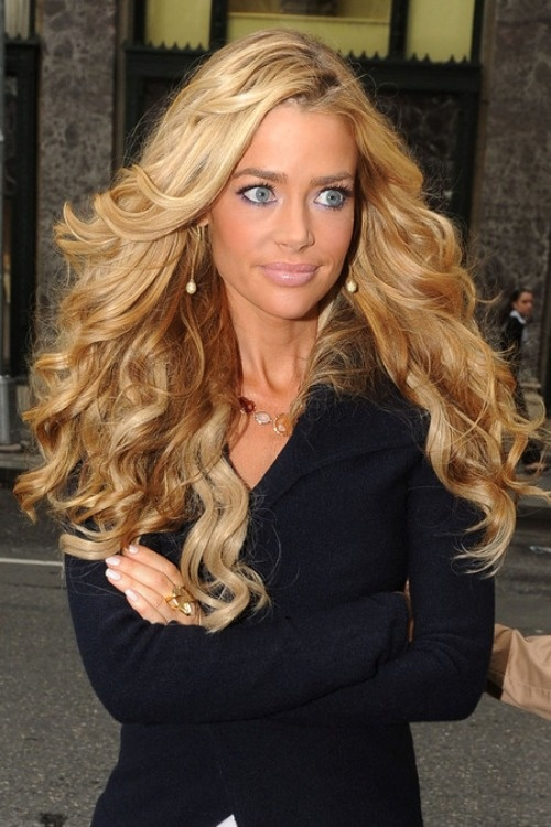 I Know She Is Very Tanned But I Like It Make Me Up Pinterest Her Hair I Love And Big Hair