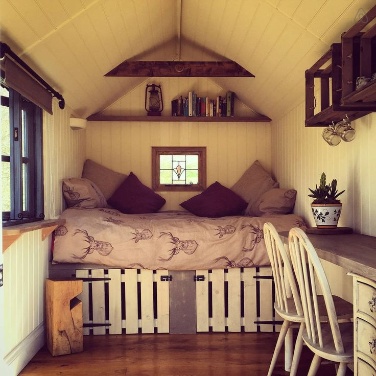 beautiful refurbished shepherds hut with fire pit, bbq, outdoor furniture close to the north norfolk coast £35pn