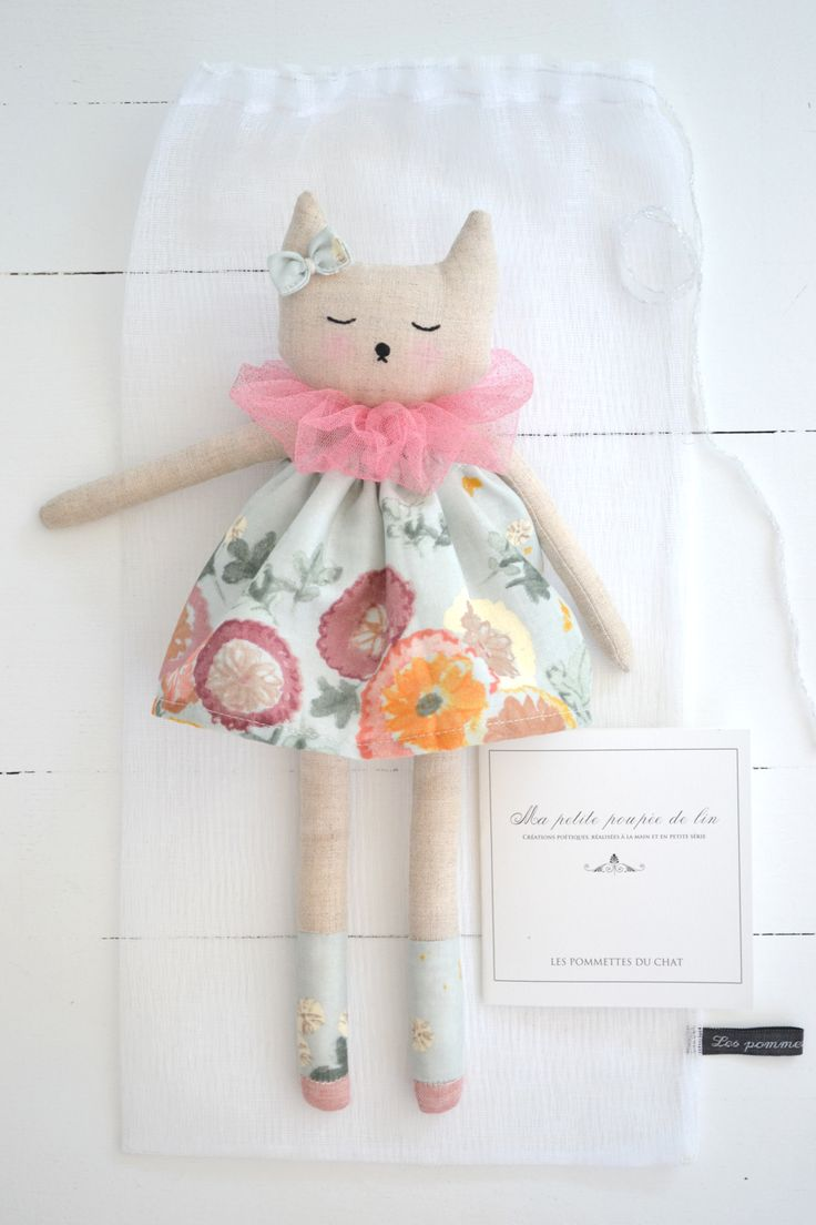 """Voici mes petites poupées de lin   Dessinée, confectionnée et brodée à la main par mes soins...     """"Ma petite p..."""