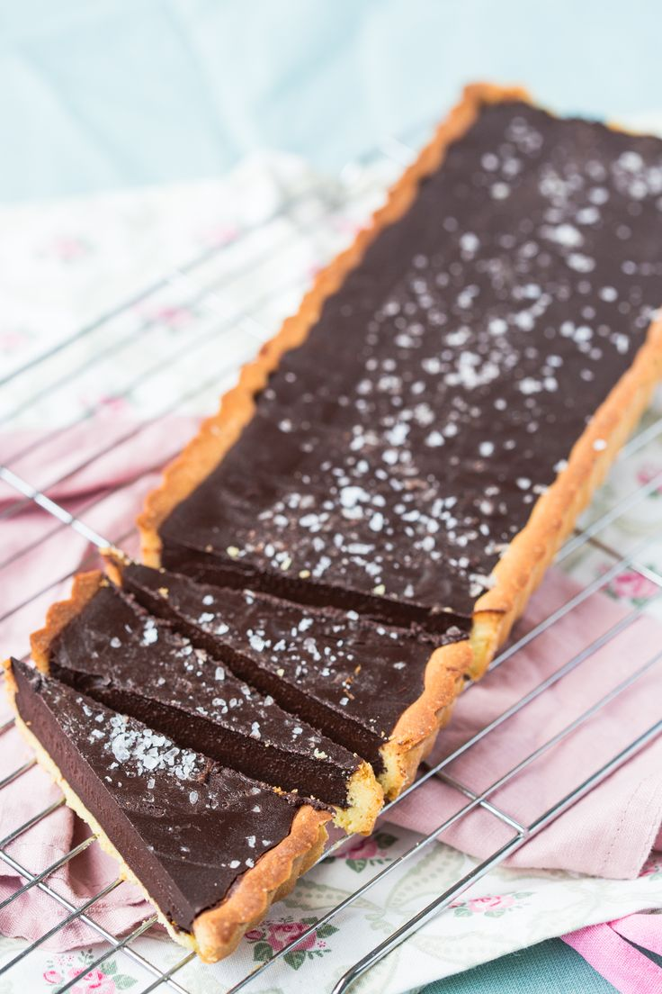 Gorgeous Thermomix chocolate tart with sea salt flakes. Sumptuous recipe for dessert.