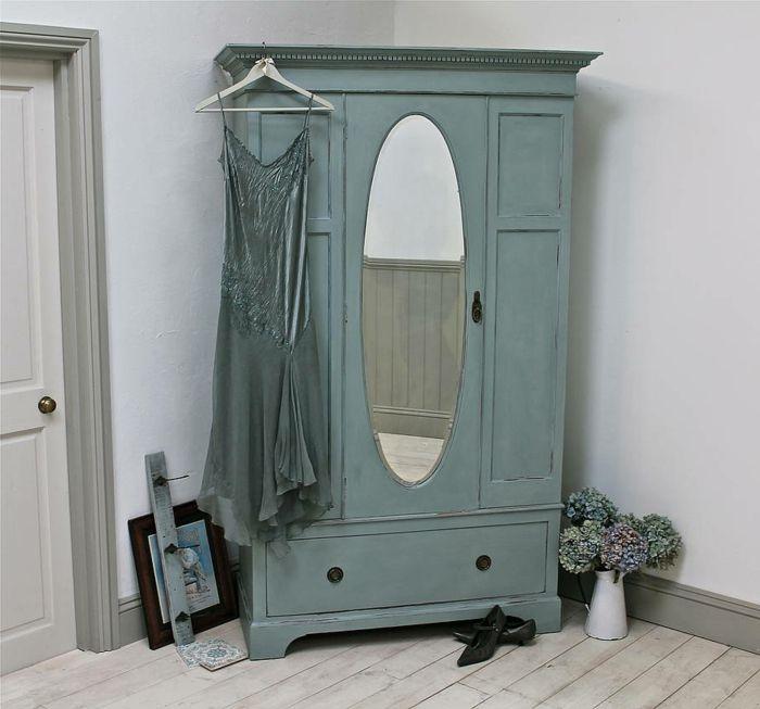 Beautiful repeindre un meuble armoire en vert pastel rosbe for Peindre un meuble rustique