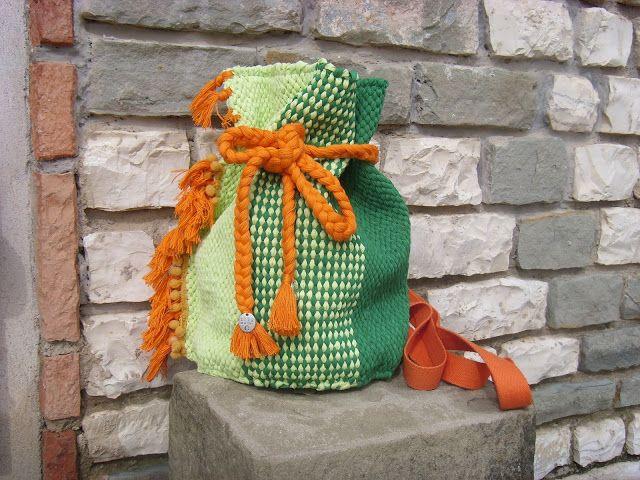 weaving wall art and bags:        Υφαντή χειροποίητη τσάντα πλάτης διαστάσεων...
