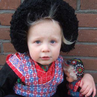 Dutch girl and doll from Staphorst #Overijssel #Staphorst