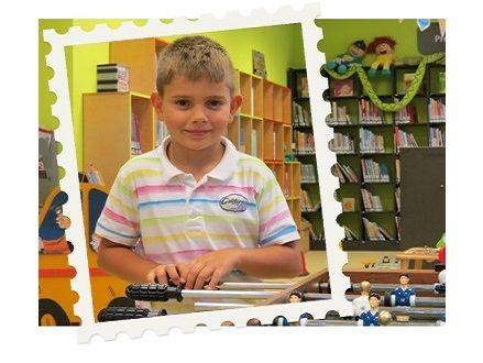 23 april 2014 - Dankzij de Taalvistie-vrijwilliger van Stichting Dok kan Kevin (7) nu beter lezen en begrijpt hij ook meer woorden en teksten. (www.kinderpostzegels.nl/elkedag)