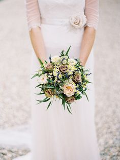Neutral Wild Flower Bouquet | Naomi Neoh Violette Wedding Dress | Thyme Cotswolds Wedding Venue | Twobirds Bridesmaid Dresses | Pastel Colour Scheme | David Jenkins Photography | http://www.rockmywedding.co.uk/melissa-julian/