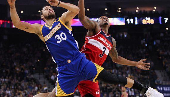 Avec 42 points, Stephen Curry maltraite Washington -  Porté par un Stephen Curry en mode MVP (42 points et 8 passes décisives), Golden State n'a laissé aucune chance à des Wizards réduits au rang de simples spectateurs (139-115)… Lire la suite»  http://www.basketusa.com/wp-content/uploads/2017/04/curry-beal-570x325.jpg - Par http://www.78682homes.com/avec-42-points-stephen-curry-maltraite-washington homms2013 sur 7868