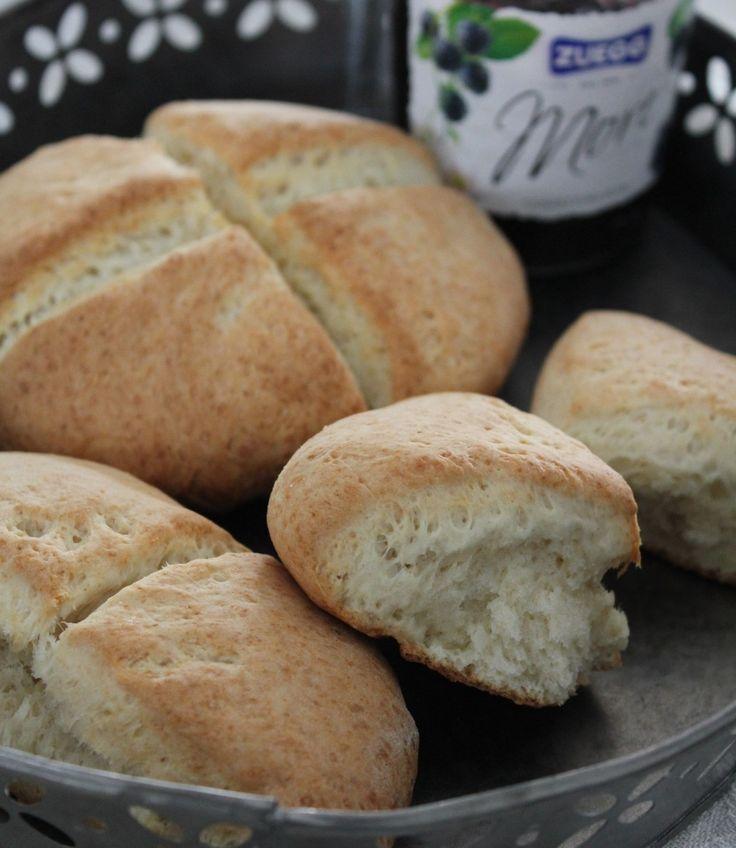 Grove scones er superraske å lage fordi de hever med bakepulver, ikke gjær. Bruk fin eller grov sammalt hvete og server til frokost eller i matpakken.