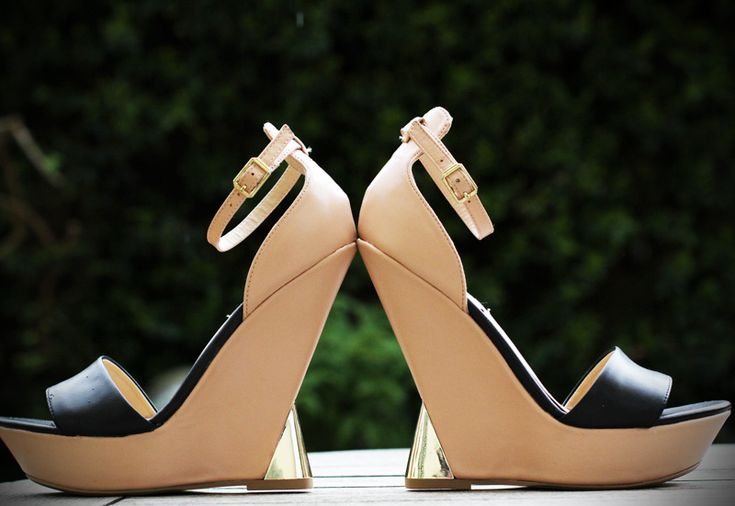 steve madden wedges heels super high in nude colour and black  www.ireneccloset.com