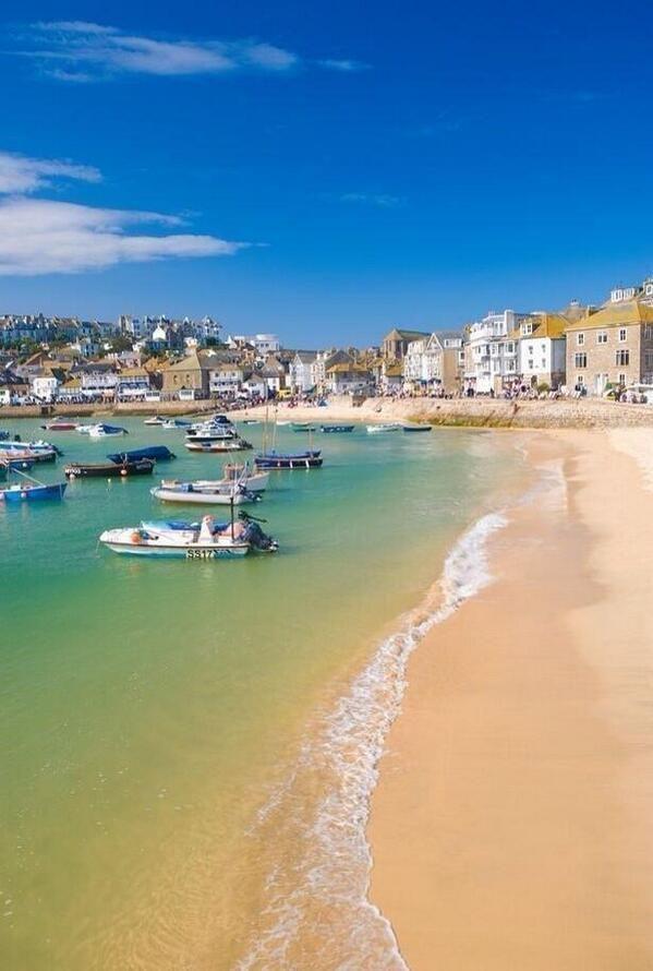 St. Ives, Cornwall, Inglaterra. http://pbs.twimg.com/media/BP9kw92CMAAT_mz.jpg