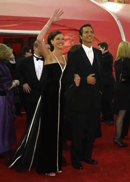 Pin for Later: 85 Unforgettable Looks From the Oscars Red Carpet Julia Roberts at the 2001 Academy Awards Julia Roberts showed off her signature smile in an elegant vintage Valentino black gown in 2001.