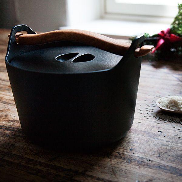 A true classic, the Sarpaneva cast iron pot.