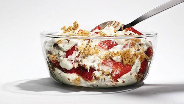 Pre-Workout Breakfast for Better Results: Fully Loaded Greek Yogurt Mix - MensJournal.com